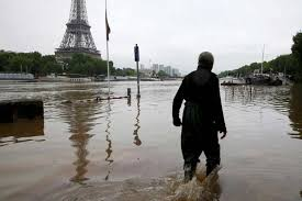 paris floods more wet weather predicted as 11 left dead after