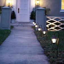 Solar Lights For Driveway by Best 10 Walkway Lights Ideas On Pinterest Solar Walkway Lights