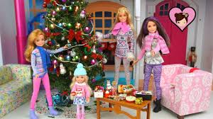 Pretty Christmas Trees Decorated With Presents Barbie Sisters Decorate The Christmas Tree And Wrap Presents Youtube