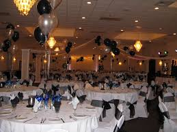 Centerpieces For Banquet Tables by Black And White Balloons On The Middle Of Round Table With Eating