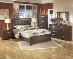 aleydis metro modern design warm brown finish 5 pc queen bedroom