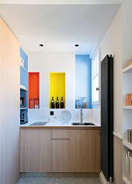 coin cuisine studio un coin cuisine avec des placards dans un studio tiny apartments