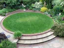 Patio Lawn And Garden Raised Circular Lawn As A Central Garden Feature Jardinería Y