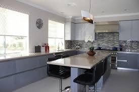 cuisine table haute table de cuisine haute avec rangement maison design bahbe com