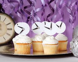 Cupcake Decorations For New Years by 15 Glitzy And Glam New Years Party Printables Diys And Decorations