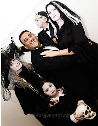 Addams Family Costumes Halloween Addams Family Halloween Family Costume Costume Ideas