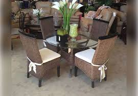 Antique Brown Wicker Round Dining Table And Four Side Chairs - Round dining table with wicker chairs