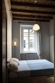 Lampen Im Schlafzimmer Decke Aus Rustikalen Balken In Einer Wohnung In Milano