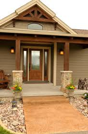Front Of House Landscaping Ideas by Best 20 Brown House Exteriors Ideas On Pinterest Home Exterior