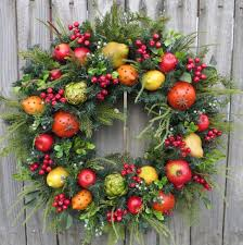 wreath williamsburg style by hornshandmade