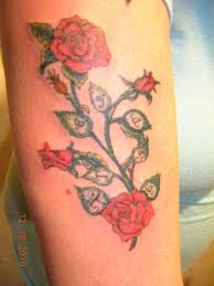 of roses with daughter u0027s name tattoo
