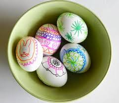 Decorating Easter Eggs With Markers by Toddler Friendly Easter Egg Decorating Techniques