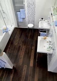 parkett küche parkett erobert bad und küche parkettboden im barfuß bereich