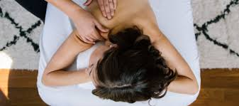 Massage Without Draping What Is Lomi Lomi Massage Pause The Zeel Blog