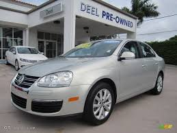 volkswagen sedan 2010 2010 white gold metallic volkswagen jetta se sedan 67146945