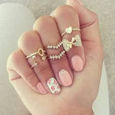 cute nails with bows and diamonds beautify themselves with sweet