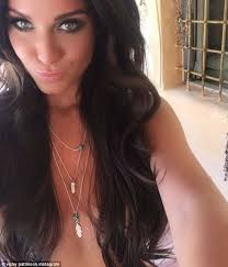 vicky pattison goes nude to sets pulses racing as she ditches her