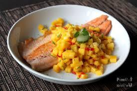 cuisiner la truite truite grillée salsa de mangue au piment et combava piment oiseau