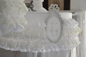 abat jour romantique chambre froufrou dentelle blanche et blanc le grenier d
