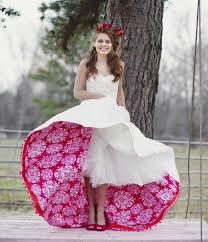 brautkleid rot wei ausgefallene brautkleider originelles design weiß rot florale
