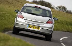 vauxhall car vauxhall astra hatchback 2004 2010 features equipment and