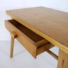 mobilier vintage enfant baumann bureau enfant la marelle mobilier et déco vintage enfants