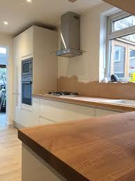 white gloss kitchen cupboards howdens kitchen progress howdens white gloss handless units with