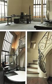 escalier entre cuisine et salon dtail de la cuisine dun appartement avec des espace de rangement