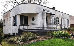 Modern Two Storey House With Streamline Roof by This 1930s Streamline Moderne House Got A Contemporary Renovation