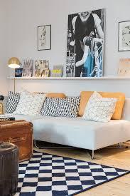 dessus de canape étagère au dessus du canapé idées pour la maison