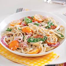 cuisiner les pois mange tout linguines style carbonara aux tomates pois mange tout et tzatziki