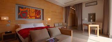 chambre d hotel de luxe réception privée à marrakech dans un hôtel de luxe avec piscine