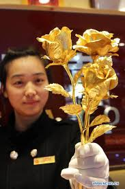 Golden Roses Golden Roses Become Popular Gifts For Valentine U0027s Day 1