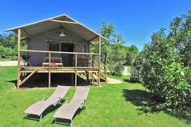 piscine sur pilotis cabanes sur pilotis du domaine de soleil plage sarlat tourisme