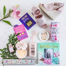 10 beauty gifts for mom mothers day gift guide 2017 mother s day gift ideas she ll love take note