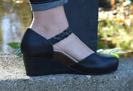Comfortable Clogs 47 Practical Wide Toe Box Shoes To Save Your Feet