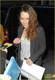 Emilia Clarke Bathtub Emilia Clarke Greets Fans At U0027breakfast At Tiffany U0027s U0027 Photo