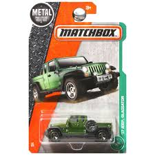 matchbox jeep 2016 amazon com matchbox 2017 mbx explorers u002717 jeep gladiator 92 125