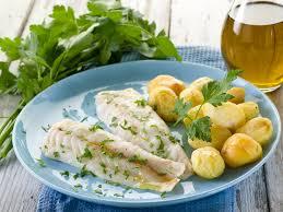 cuisiner dos de cabillaud recette dos de cabillaud à la vapeur de citron vert coques et pomme