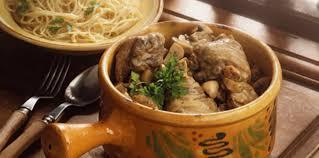 cuisiner un coq au four coq au riesling recette sur cuisine actuelle