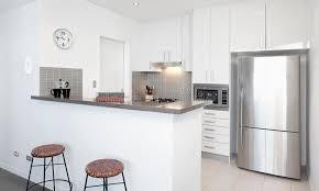 cuisine blanche moderne cuisine blanche moderne image stock image du cuisine 21951495