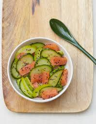 cuisiner les concombres salade de concombre saumon et avocat pour 6 personnes recettes