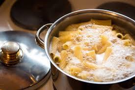 comment cuisiner des pates comment bien cuire les pâtes auchan et moi