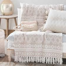 jeté de canapé maison du monde jeté en coton beige motifs jacquard 160x210cm chachou