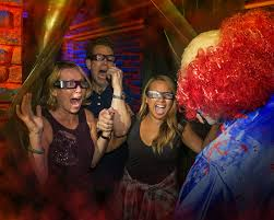 clowns halloween horror nights halloween horror nights celebrates opening night with the eyegore