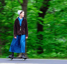 things you should never see an amish person do 17 photos amish