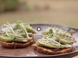 cuisiner patates douces vidéo tartines express de patates douces et d avocat femme actuelle