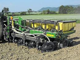 John Deere 7200 Planter by 4000 Nutrient Pro Coulter Yetter Co