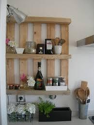 petits meubles cuisine petits meubles en palettes de récup lila sur sa terrasse