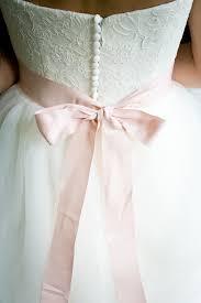 brautkleider accessoires brautkleid die accessoires und der brautstrauss